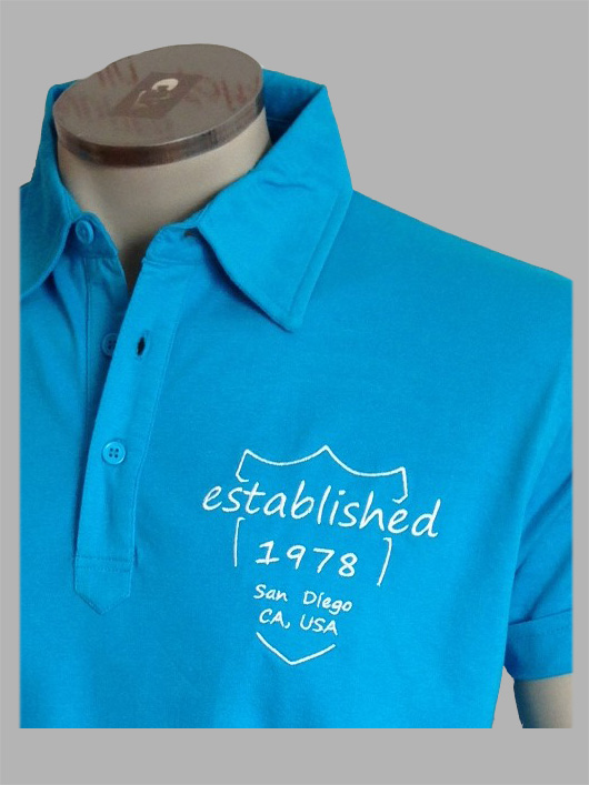 7TY8 Herren Polo-Shirt 'establ.' mit Stickerei - blau, Detail